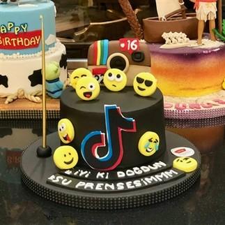 Emojili Doğum Günü Pastası - Thumbnail