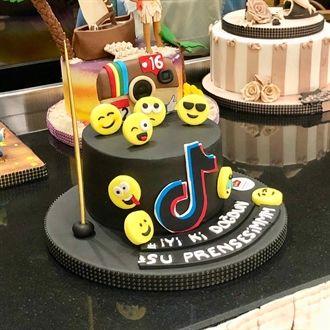 Emojili Doğum Günü Pastası