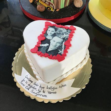 Resimli Kalpli Doğum Günü Pastası