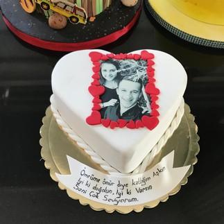 Resimli Kalpli Doğum Günü Pastası - Thumbnail